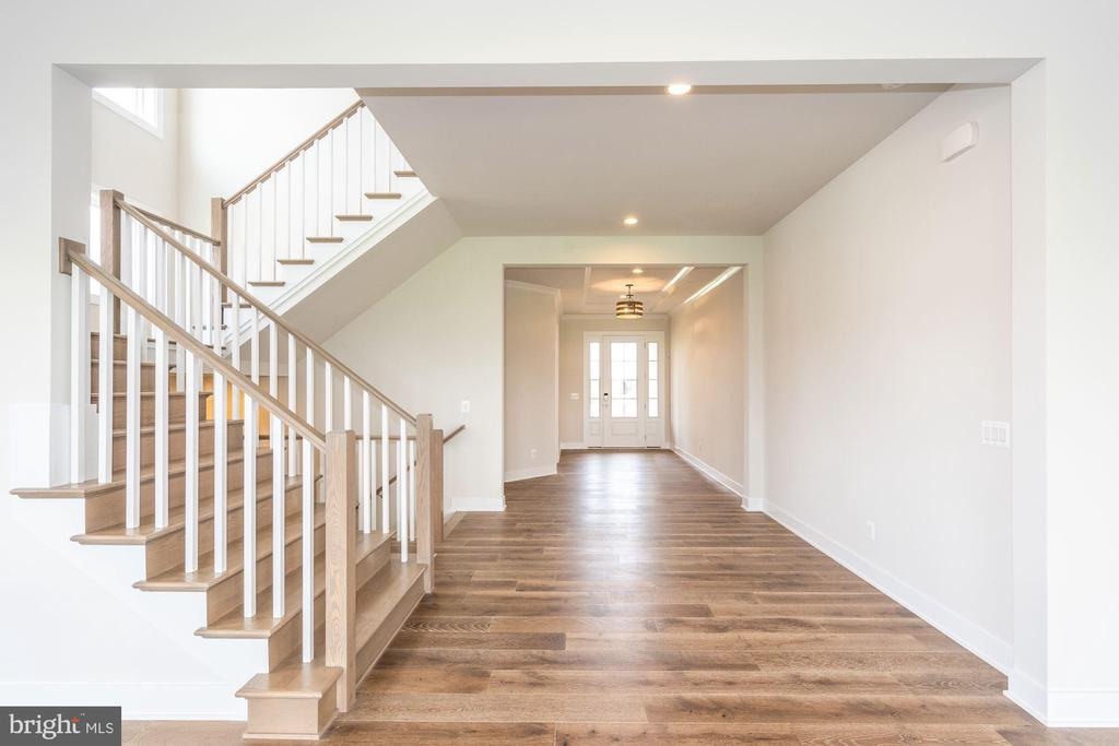 Ahrens Traditional Foyer - 24966 LENAH MILL XING, ALDIE