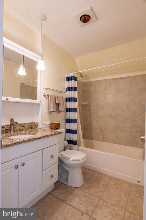 Hall bathroom on top floor - 1218 WASHINGTON DR, ANNAPOLIS