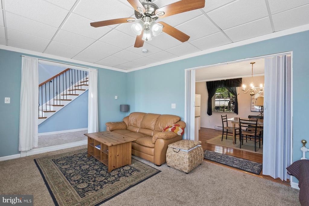 Nice flow between family room and kitchenette - 1218 WASHINGTON DR, ANNAPOLIS