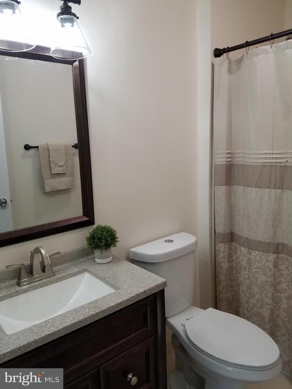 Hall bath - 3290 POMMEL CT, MOUNT AIRY
