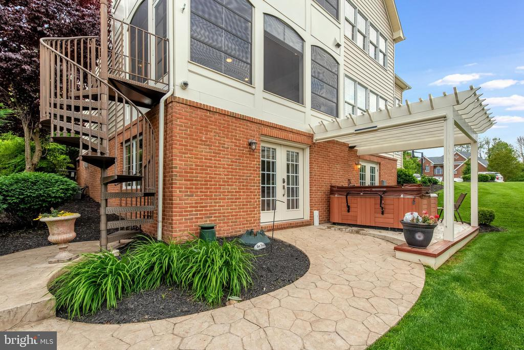 Spiral staircase to porch - 15609 RYDER CUP DR, HAYMARKET
