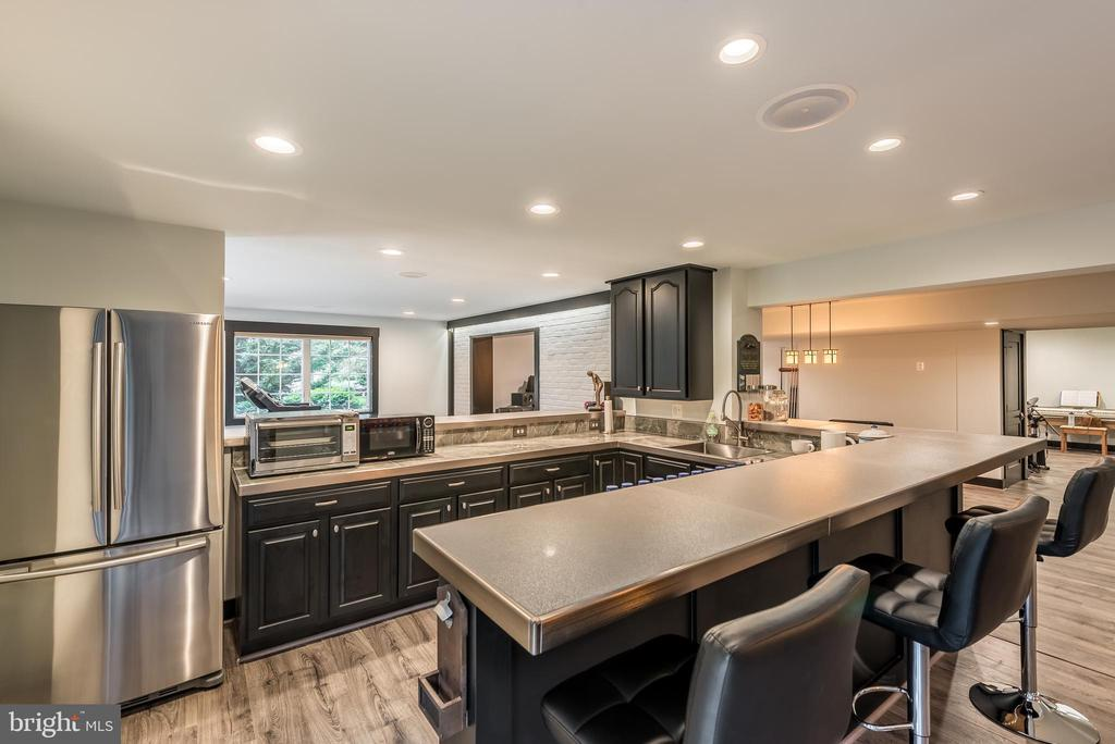 Bar features stainless appliances - 15609 RYDER CUP DR, HAYMARKET