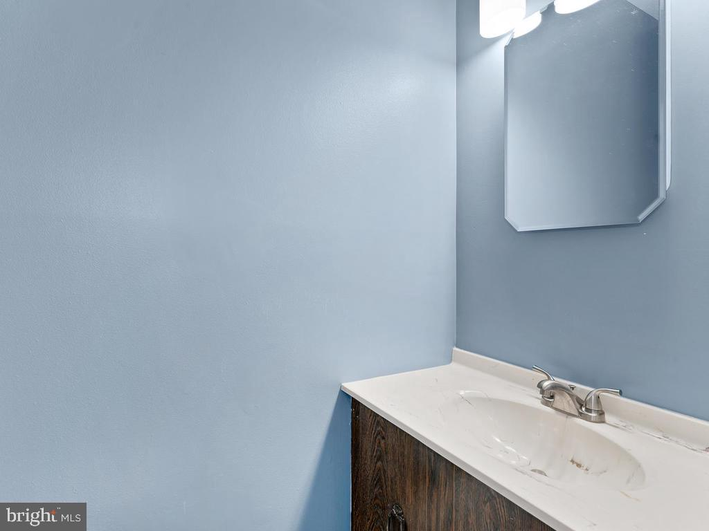 Powder room on the main level. - 1030-B MARGATE CT, STERLING
