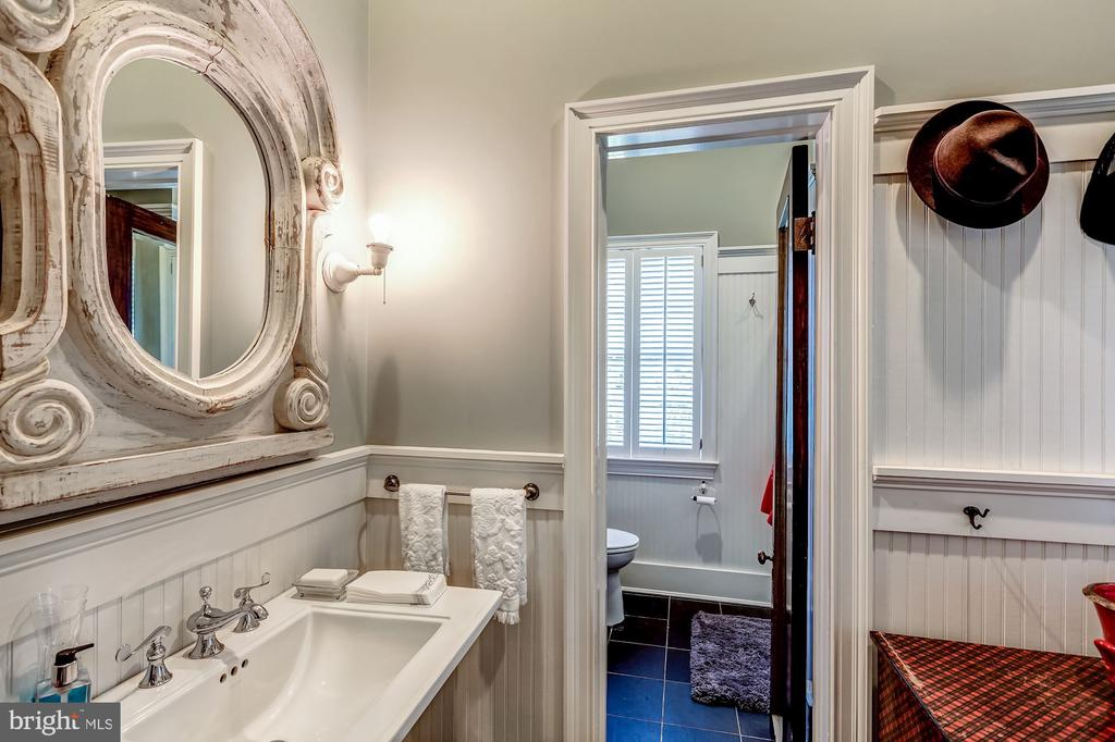 Full bath w/changing room & poolside patio access. - 38025 JOHN MOSBY HWY, MIDDLEBURG