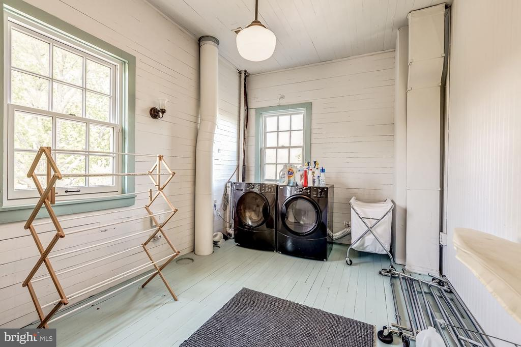 Large laundry room/ storage on second floor - 38025 JOHN MOSBY HWY, MIDDLEBURG