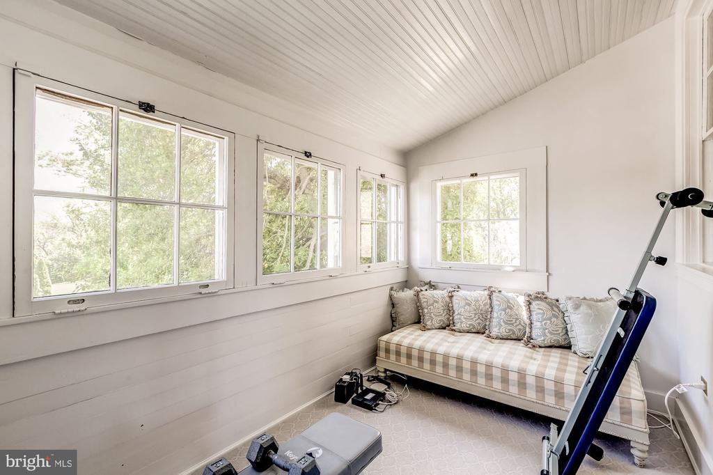 Small sleeping porch off master suite - 38025 JOHN MOSBY HWY, MIDDLEBURG