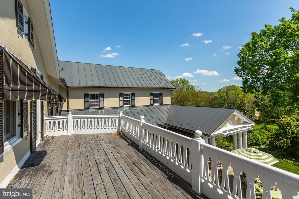 Balcony off second floor bedroom - 38025 JOHN MOSBY HWY, MIDDLEBURG