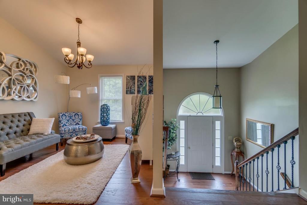 Entrance Foyer & Living Room - 9508 TIMBERLAKE RD, FREDERICKSBURG