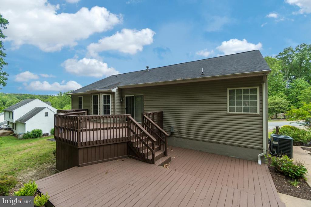 Right side rear view w/ Multi-tier deck - 9508 TIMBERLAKE RD, FREDERICKSBURG