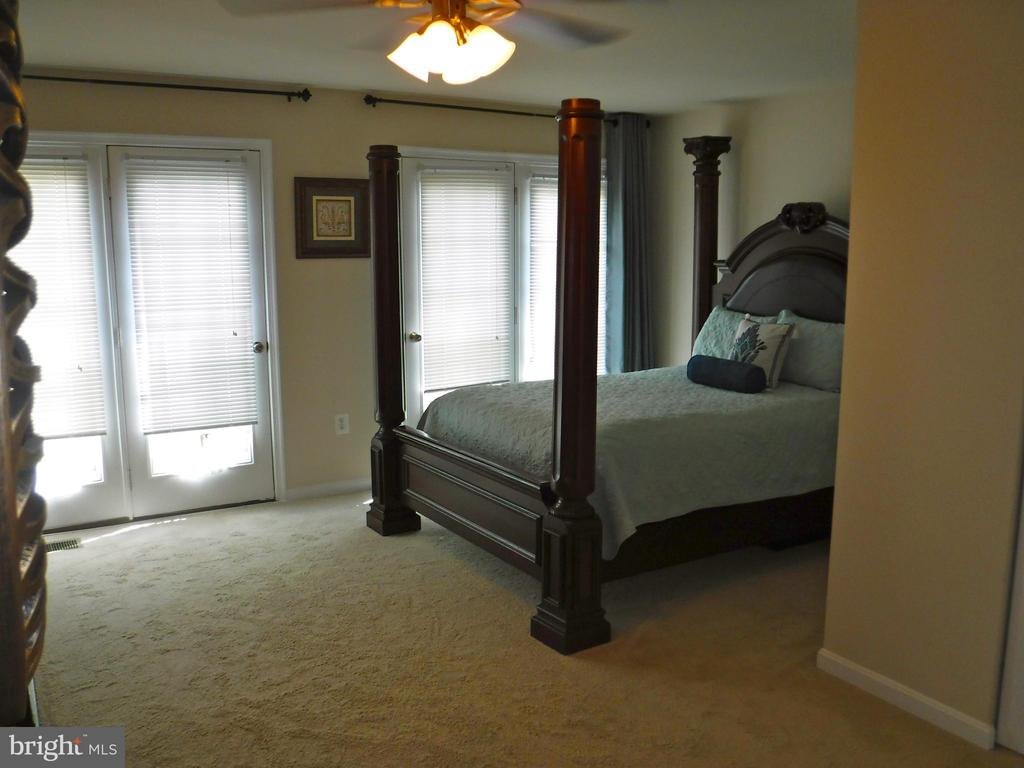 Large Master Bedroom with 2 doors to balcony view - 15839 JOHN DISKIN CIR #72, WOODBRIDGE