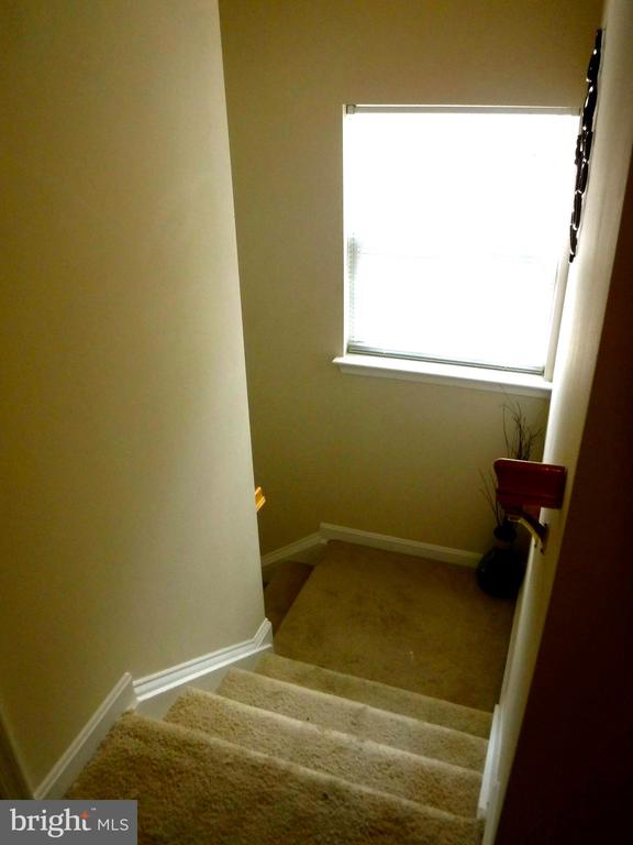 Stairs with window at landing - 15839 JOHN DISKIN CIR #72, WOODBRIDGE
