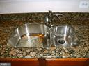 Granite countertop, double sink - 15839 JOHN DISKIN CIR #72, WOODBRIDGE