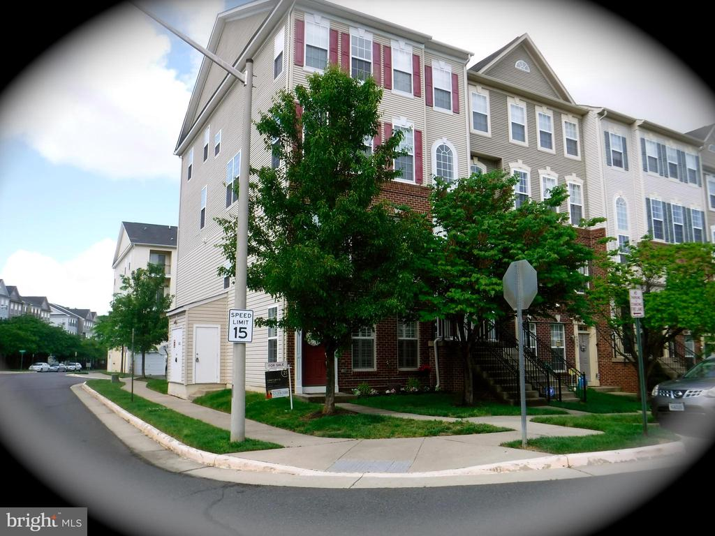 End unit townhouse (floors 1 & 2) - 15839 JOHN DISKIN CIR #72, WOODBRIDGE