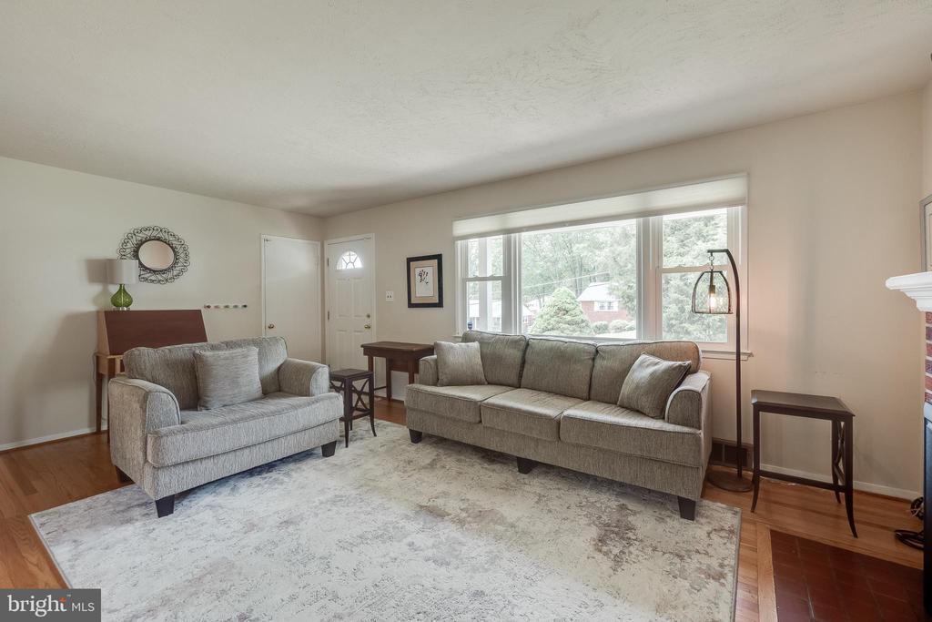 Living Room - 5951 KEDRON ST, SPRINGFIELD