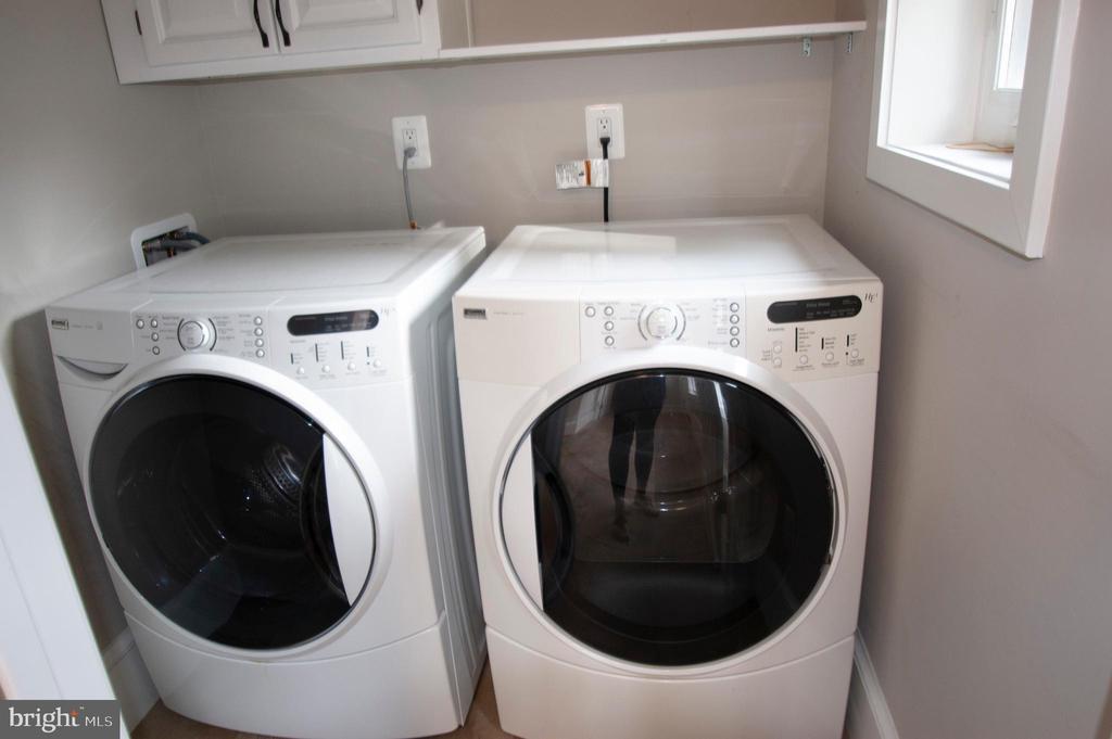 Main level laundry - no going to basement! - 900 N FREDERICK ST, ARLINGTON
