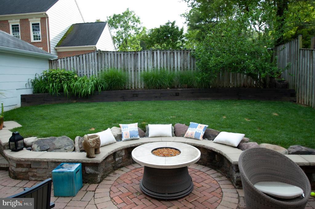 Fabulous back patio - private and roomy - 900 N FREDERICK ST, ARLINGTON