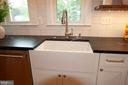 Farmhouse sink! - 900 N FREDERICK ST, ARLINGTON