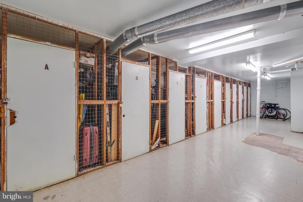 Storage Units - 1525 S GEORGE MASON DR #10, ARLINGTON