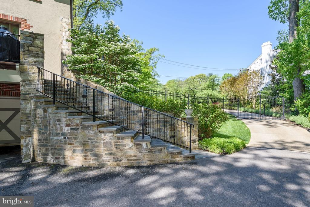 Driveway - 6409 KENNEDY DR, CHEVY CHASE