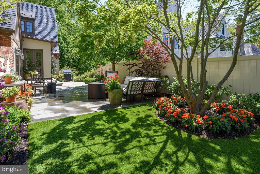 Side Walled Garden/Patio - 6409 KENNEDY DR, CHEVY CHASE