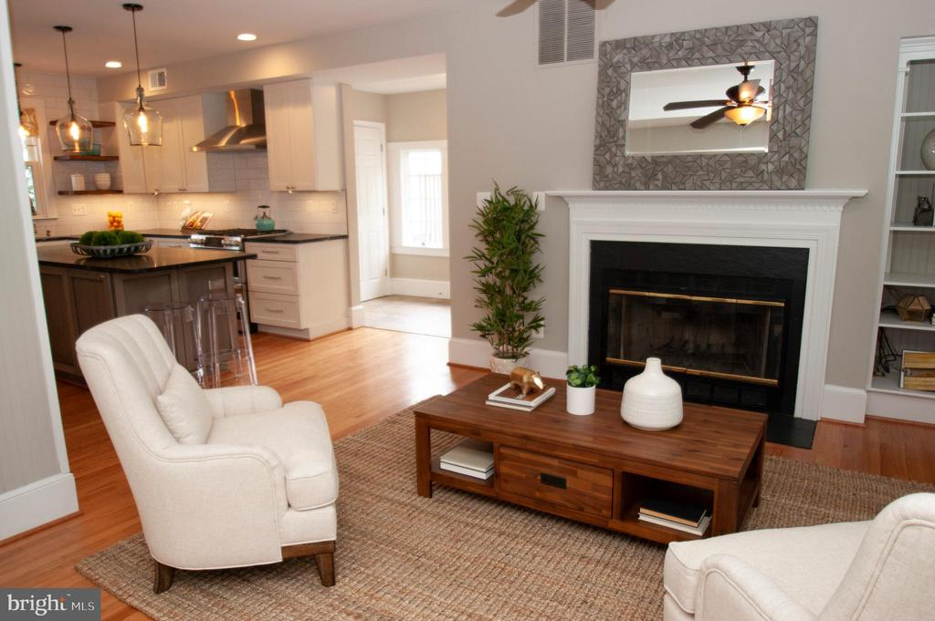 Family room opens to kitchen! - 900 N FREDERICK ST, ARLINGTON