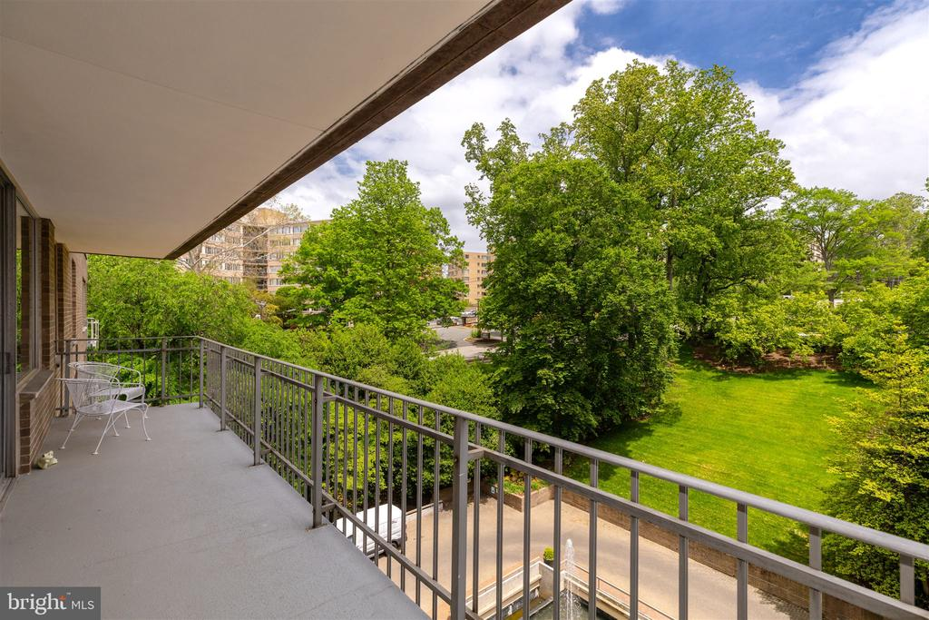 Large Balcony with Lovely Views - 4100 CATHEDRAL AVE NW #810, WASHINGTON