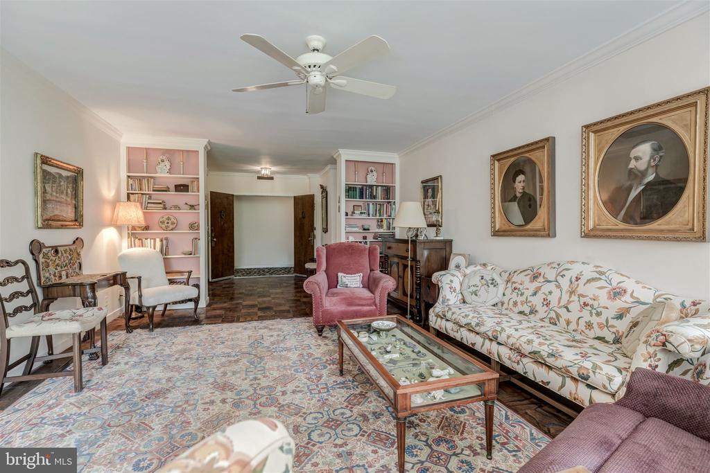 Gracious Living Room and Entry - 4100 CATHEDRAL AVE NW #810, WASHINGTON