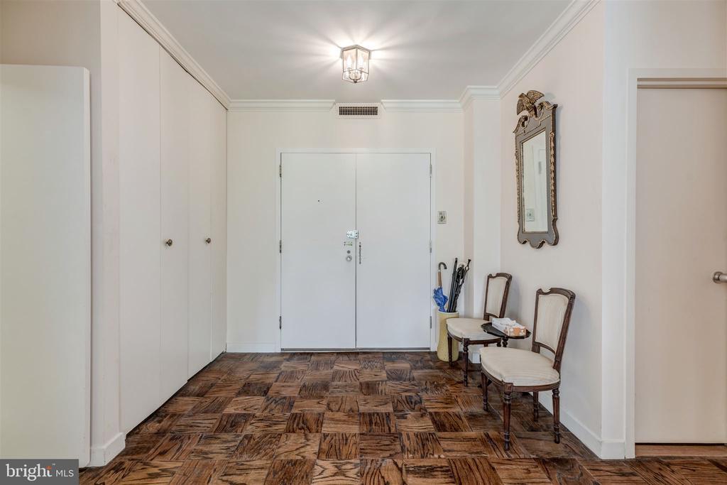 Entry Foyer - 4100 CATHEDRAL AVE NW #810, WASHINGTON