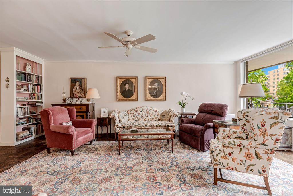 Gracious Living Room - 4100 CATHEDRAL AVE NW #810, WASHINGTON