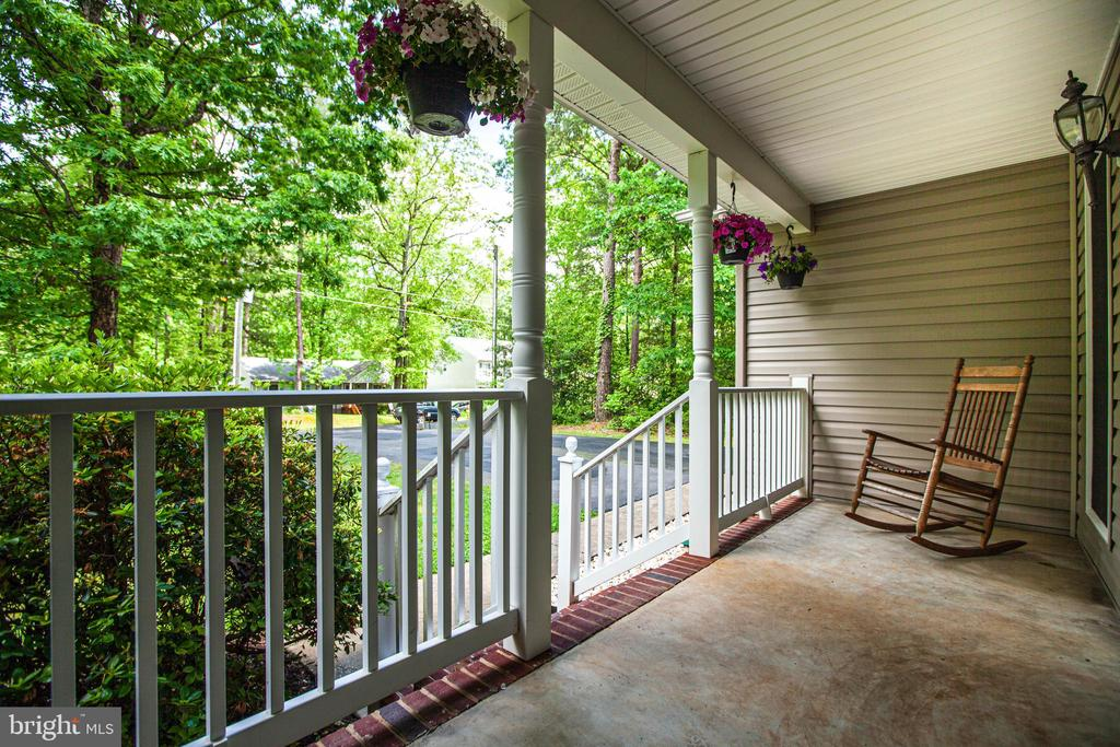 Front Porch - 241 MARDAY DR, RUTHER GLEN