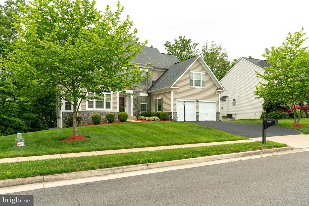 Beautifully manicured lawn - 15672 ALTOMARE TRACE WAY, WOODBRIDGE