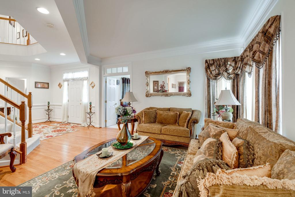 Light filled spaces! - 15672 ALTOMARE TRACE WAY, WOODBRIDGE