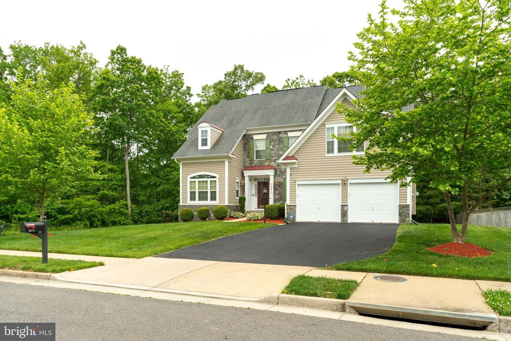 Lovely home surrounded by trees - 15672 ALTOMARE TRACE WAY, WOODBRIDGE