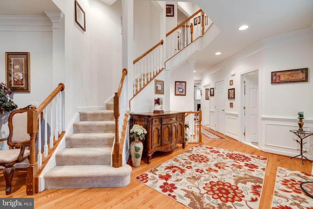 Gorgeous foyer with curved staircase! - 15672 ALTOMARE TRACE WAY, WOODBRIDGE