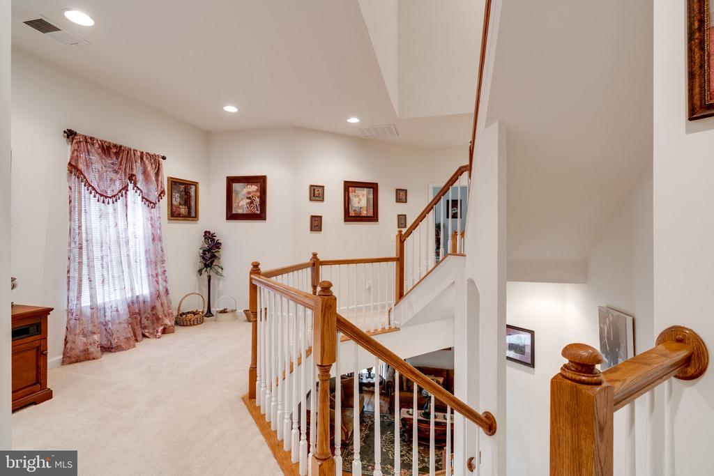 Go up the curved stairs to the huge 2nd floor - 15672 ALTOMARE TRACE WAY, WOODBRIDGE