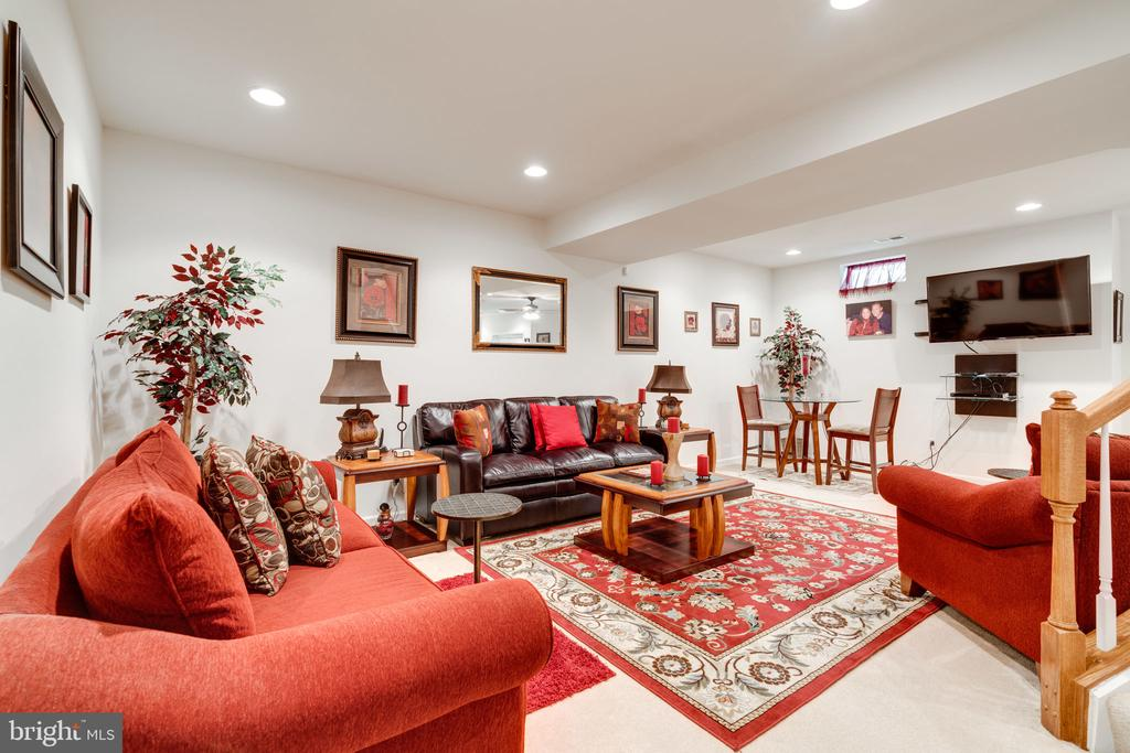 Beautifully appointed lower level! - 15672 ALTOMARE TRACE WAY, WOODBRIDGE