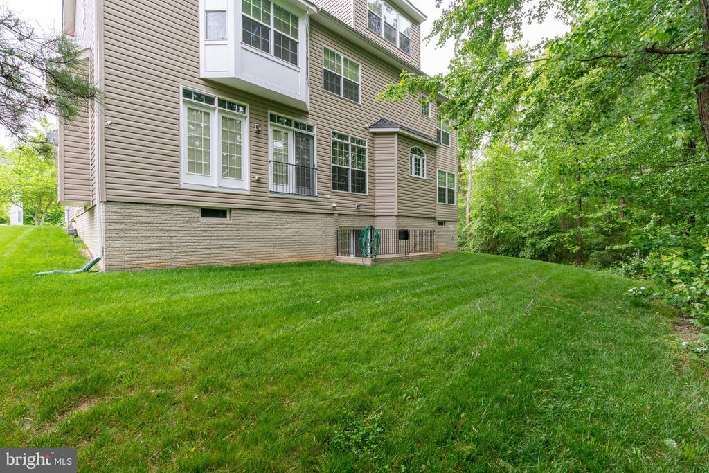 Private back yard backing to trees! - 15672 ALTOMARE TRACE WAY, WOODBRIDGE