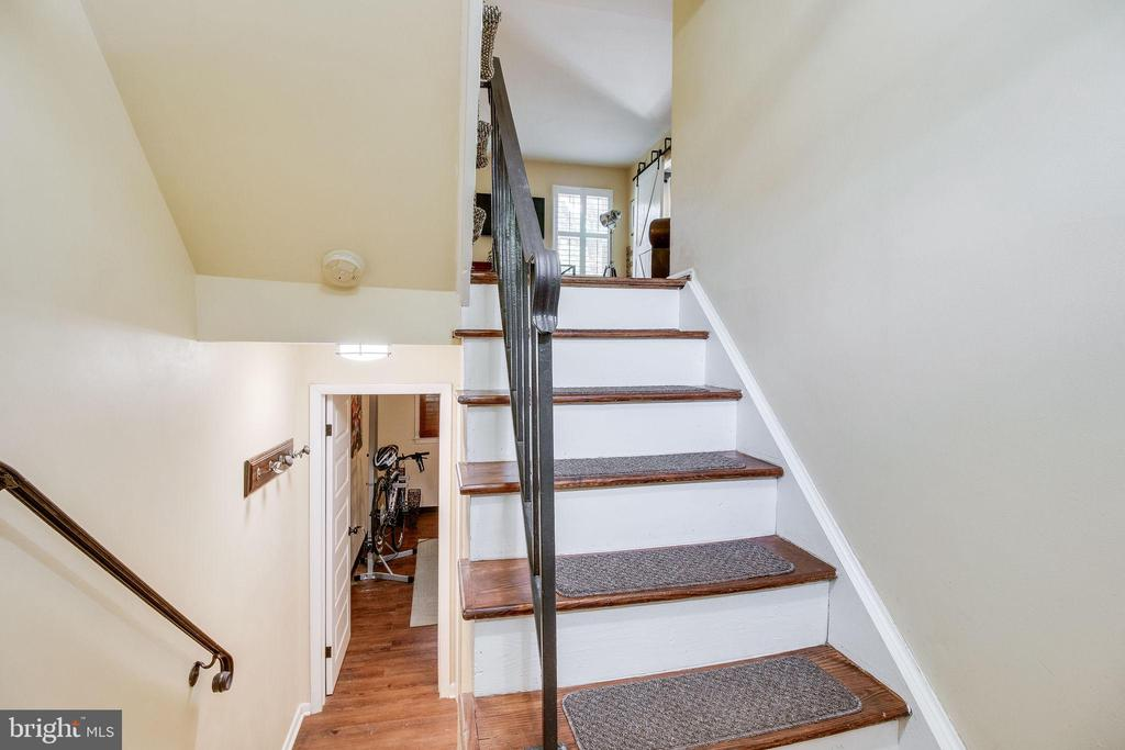 GO up to the living room with hardwood floors - 5508 KENDRICK LN, BURKE