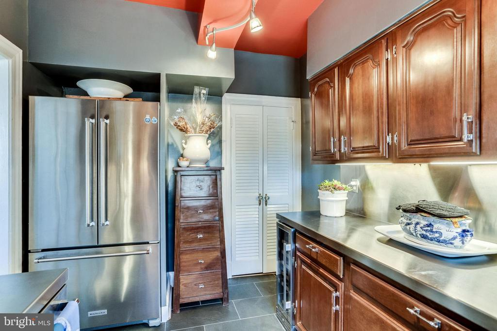 New kitchen in 2019 double entry frid + wine frid - 4000 CATHEDRAL AVE NW #43-B, WASHINGTON