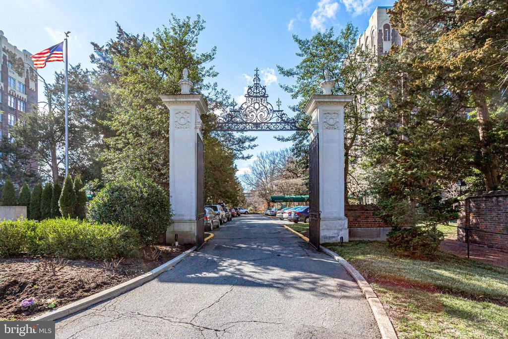 Cathedral Avenue Main Gate. - 4000 CATHEDRAL AVE NW #43-B, WASHINGTON