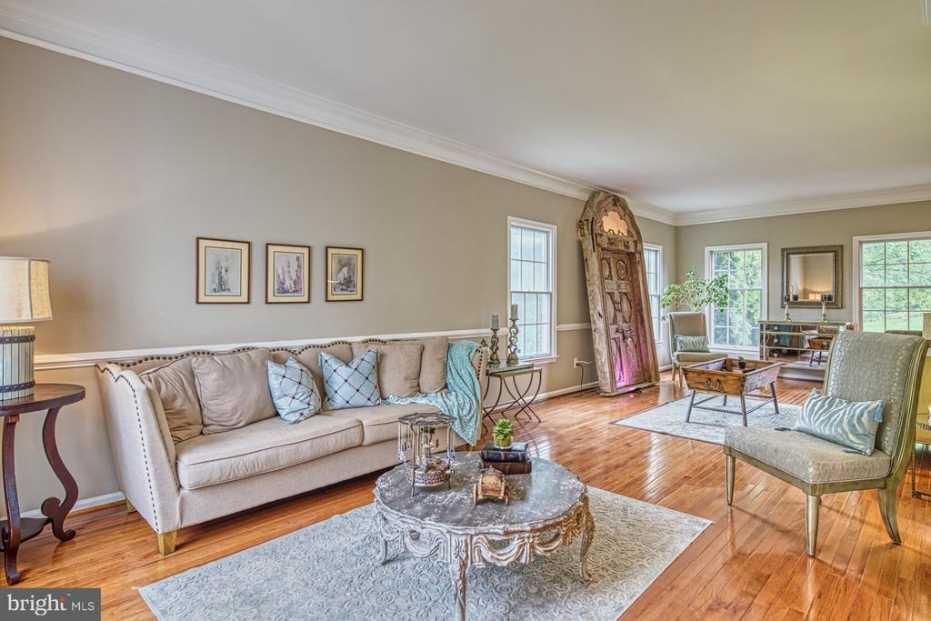 Customized Extended Living Room - 1321 GATESMEADOW WAY, RESTON
