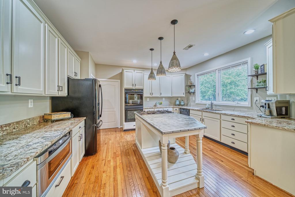 Custom Kitchen Cabinets - 1321 GATESMEADOW WAY, RESTON