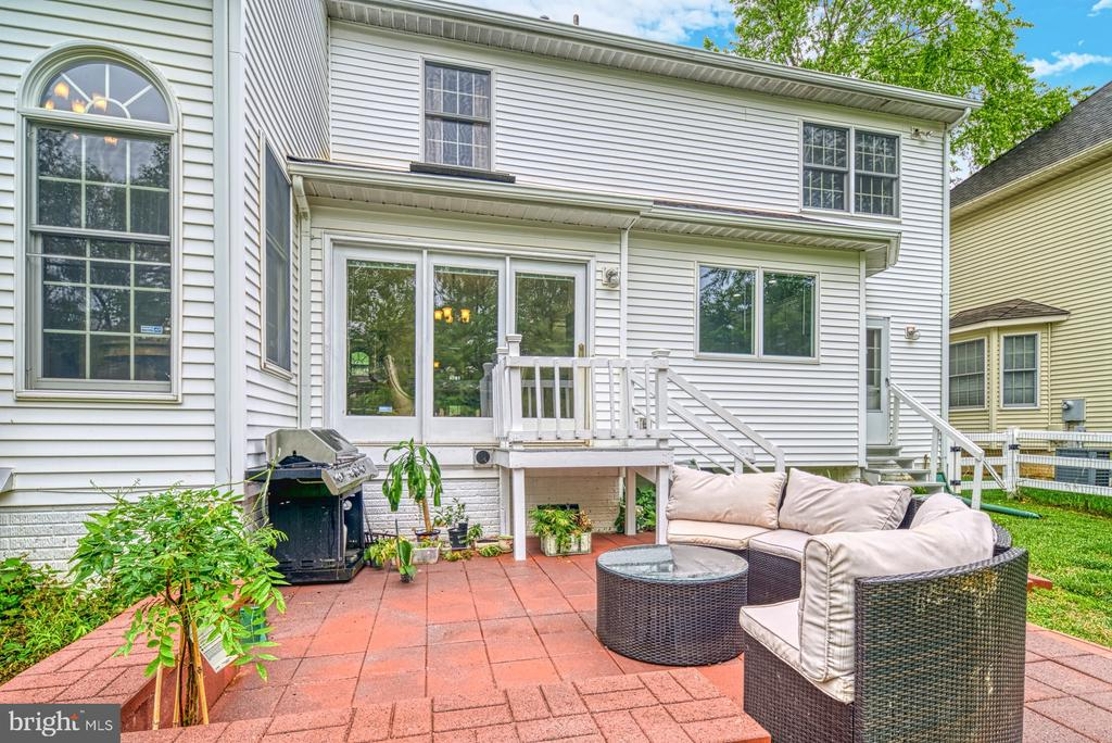 Rear patio for entertaining and lounging - 1321 GATESMEADOW WAY, RESTON