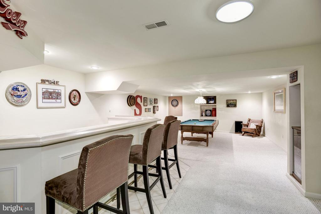 Built-in Bar and Bar Chairs, Basement - 4811 WALNEY KNOLL CT, CHANTILLY