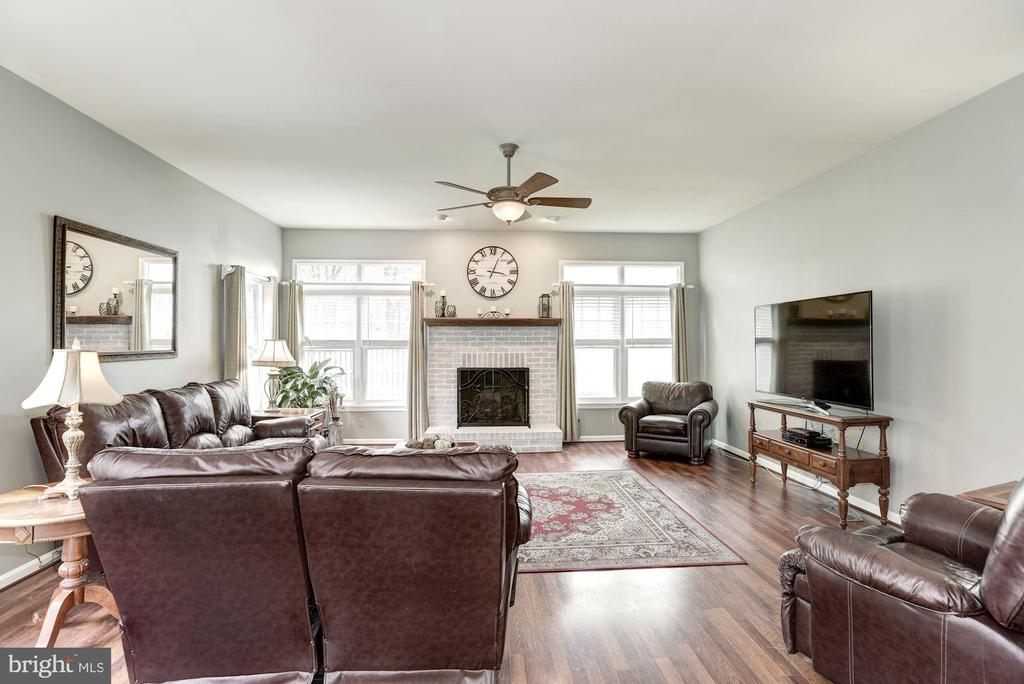 Family Room off Kitchen - 4811 WALNEY KNOLL CT, CHANTILLY