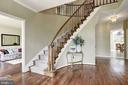Yes, beautiful curved staircase - 4811 WALNEY KNOLL CT, CHANTILLY