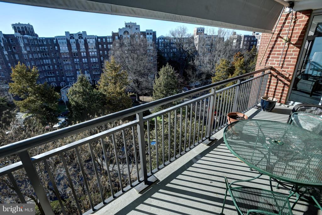 Balcony view overlooking the Westchester - 3900 NW WATSON PL NW #A-7C, WASHINGTON