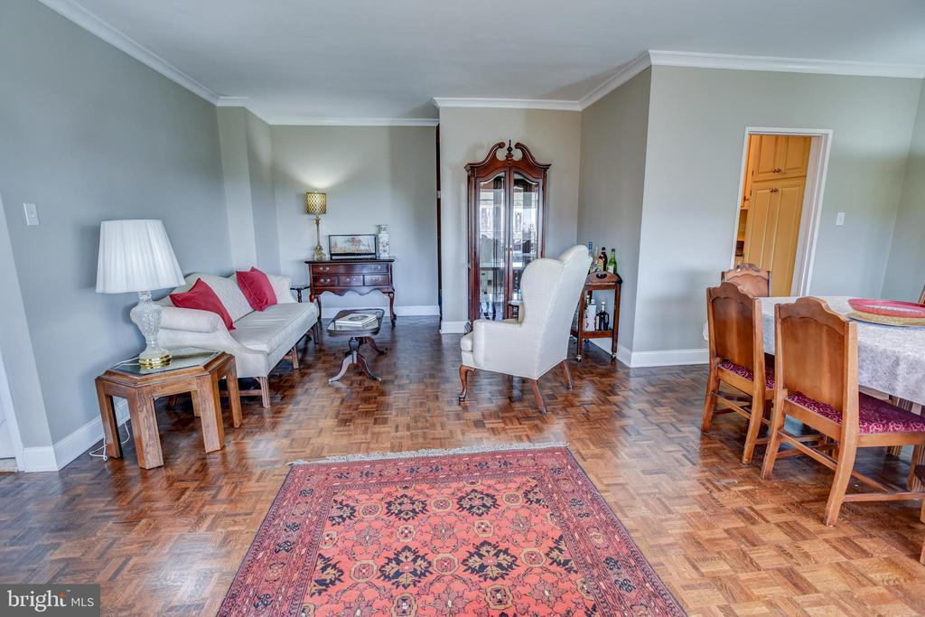 Living room w/ walk-in closet - 3900 NW WATSON PL NW #A-7C, WASHINGTON