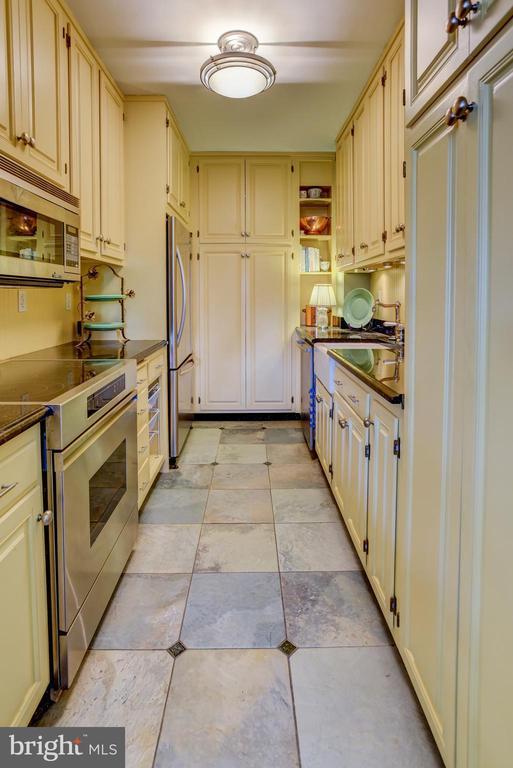 Kitchen with tile floor - 3900 NW WATSON PL NW #A-7C, WASHINGTON