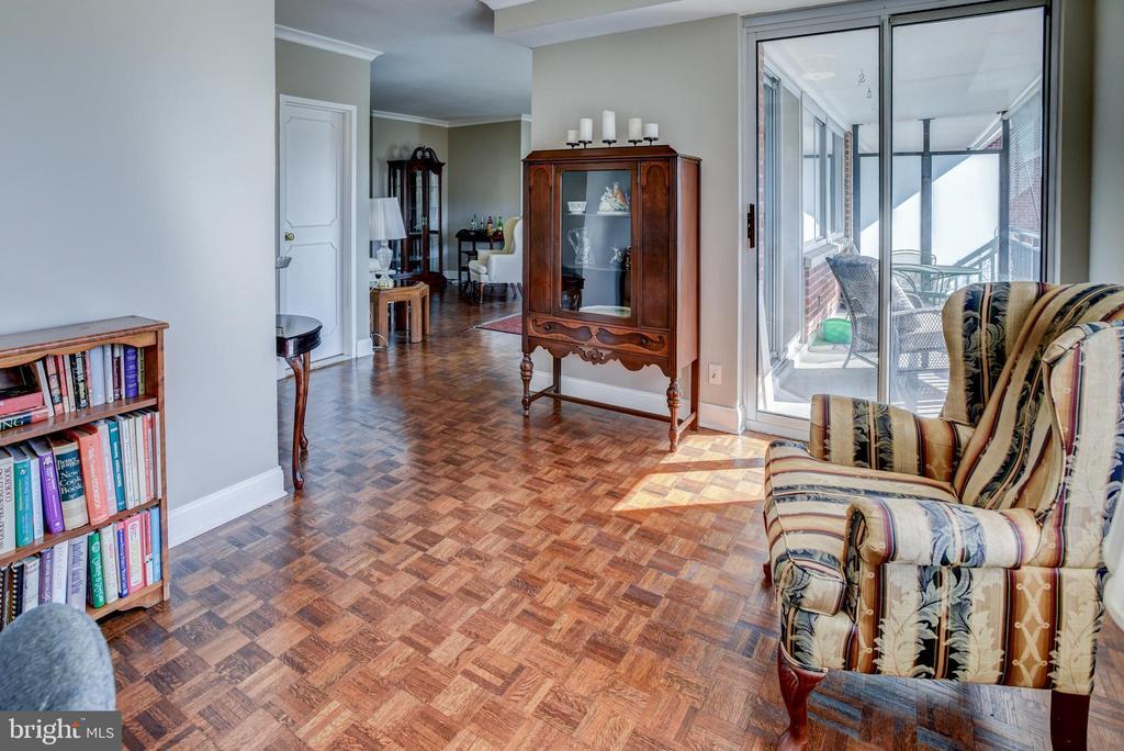 Den with wood floors - 3900 NW WATSON PL NW #A-7C, WASHINGTON